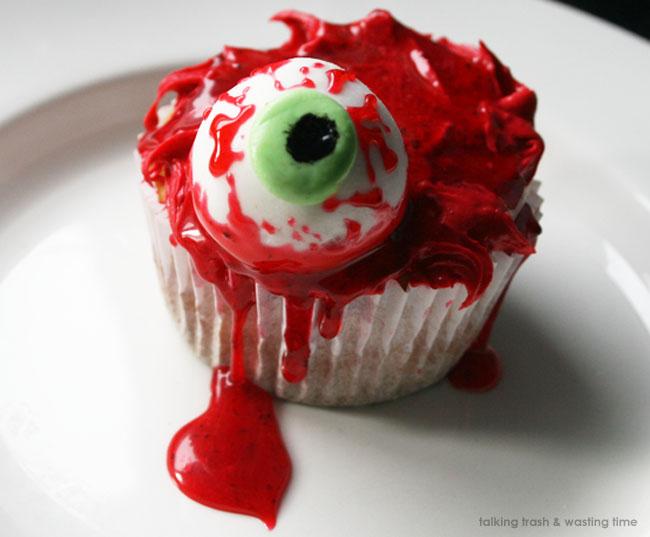 Eyeball & blood horror cupcakes! | Now thats Peachy