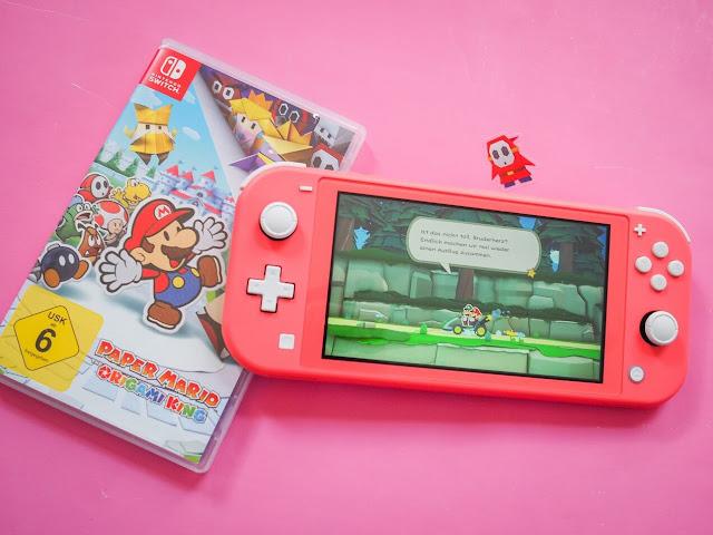 Nintendo Switch Lite Konsole und das Spiel Paper Mario: Origami King