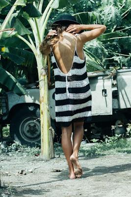 Para as mulheres que gostam de biquínis modernos, mas não são muito adeptas das estampas, o biquíni bicolor é uma ótima opção.