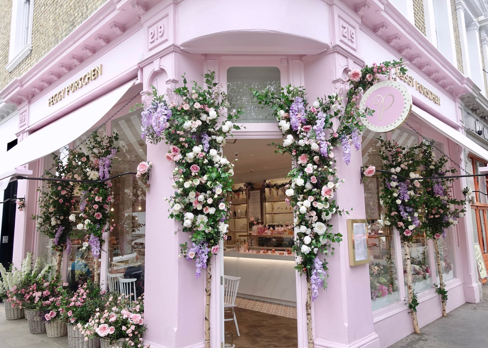 PRETTY FLORAL DISPLAYS IN LONDON, CHELSEA IN BLOOM 2019