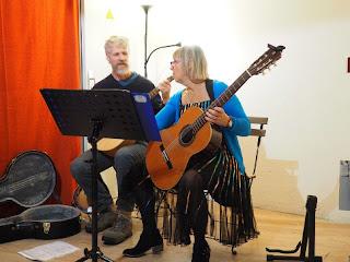 Une présentation musicale suite, en live.  Avec Tika Lefebvre mp4