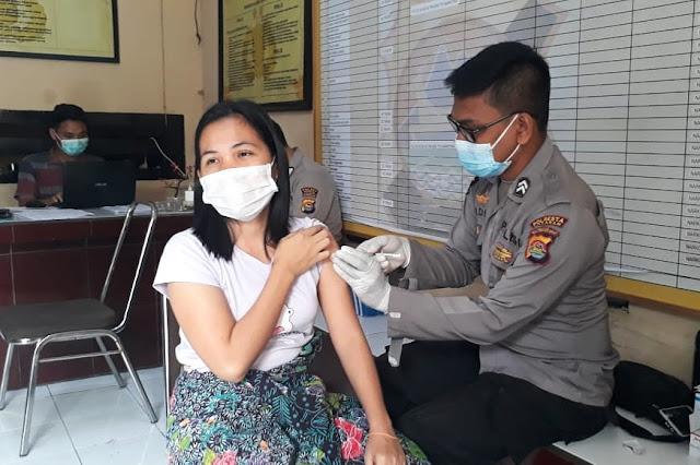 Puluhan tahanan Polresta Mataram suntik vaksin Covid-19