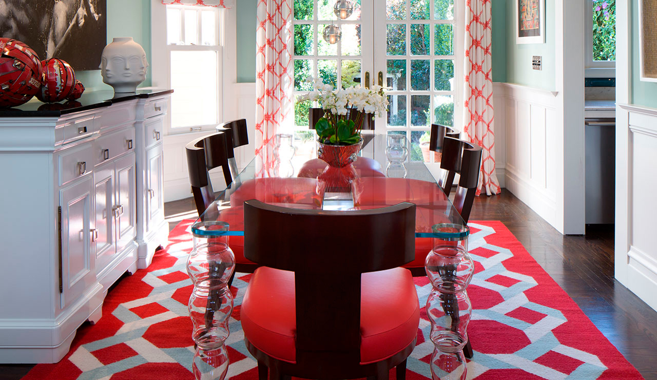 Mesas de comedor como decorar una mesa de comedor de cristal for Como decorar una mesa