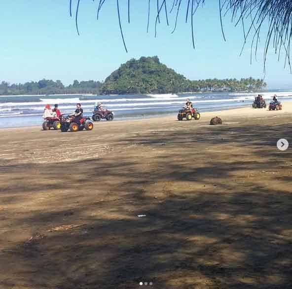 Pantai Air Manis, Info Lokasi dan Harga Tiket Masuk