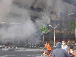 gedung-medan-plaza-terbakar.
