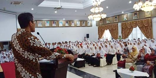 Serahkan SK CPNS, Gubernur Irwan: Jangan Coba-coba Tersirat untuk Korupsi
