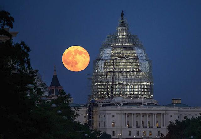 Lua Cheia e capitólio dos EUA - Bill Ingalls