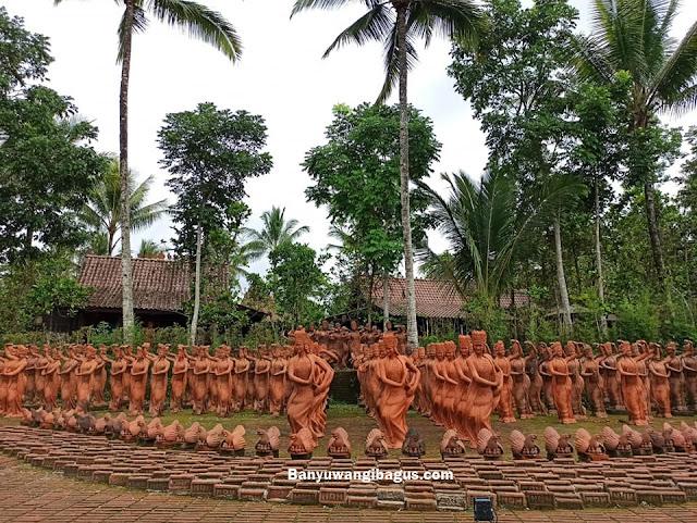 ratusan patung penari Gandrung di taman Terakota Banyuwangi