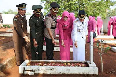 HUT Bhayangkara ke 72, Polres Lampung Timur Gelar Ziarah di Makam Pahlawan Sukadana