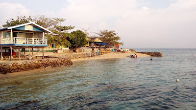 Pulau Barrang Caddi Kota Makassar Photo by @travelinggold