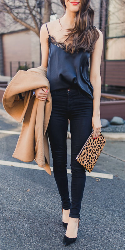 Perfect Instagram worthy outfits? See these 25 Breathtaking Fall Outfits for Going out. Women's Style + Date Outfits via higiggle.com | jeans outfits | #falloutfits #dateoutfits #casualoutfits #jeans