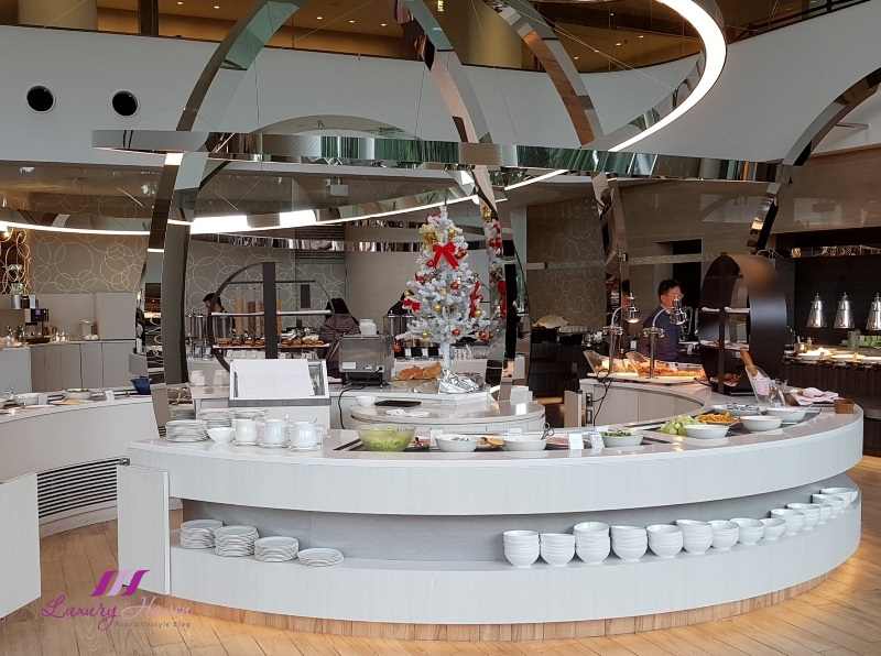 japan hotels hilton tokyo bay lounge o buffet spread