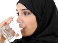 Nabi SAW Melarang Bernafas Ketika Minum, Ternyata Ini Manfaatnya