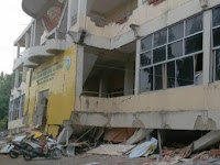 Ya Allah, Puluhan Santri Diduga Masih Tertimbun Reruntuhan Gedung karena Gempa Aceh