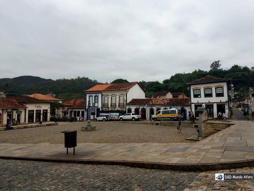 Praça Cláudio Manoel - Roteiro 1 dia em Mariana, Minas Gerais