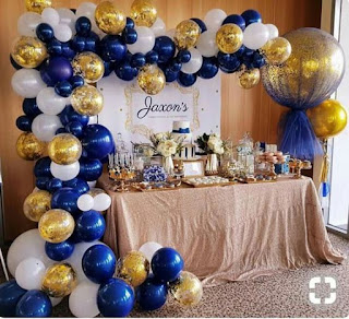 Navy blue and gold confetti organic balloon arch