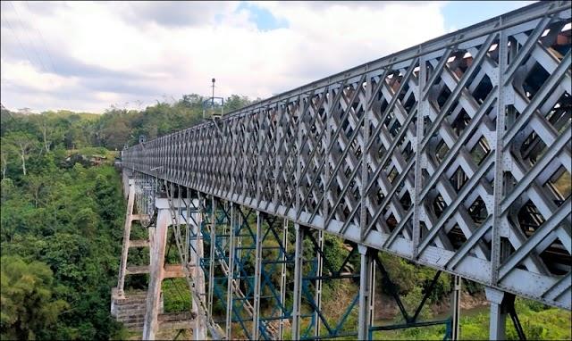 Akhirnya Jembatan Kereta Cirahong Ditutup Permanen untuk Mobil