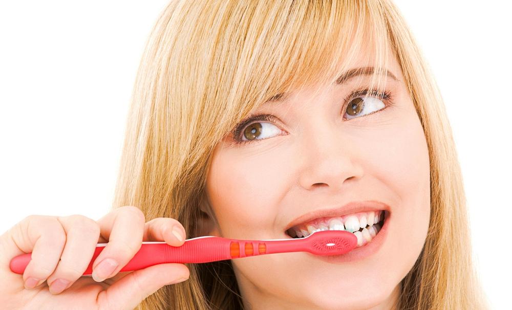 Penyebab Ada Darah saat Sikat Gigi