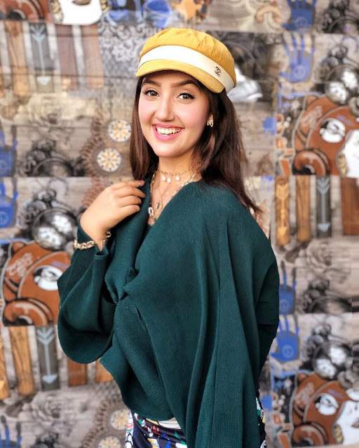 Cute Indian Teen Girls Pic, Beautiful Indian Teenager Girls Photo, Cute Russian Teen Girls Pics