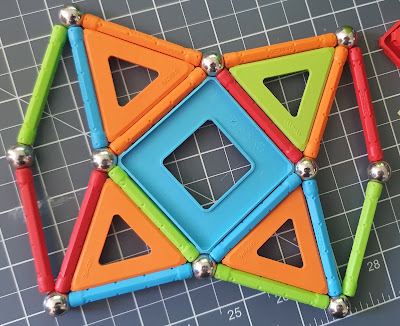 Geomag 2D pattern created with magnets
