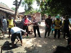 Sinergitas TNI - Polri Bantu PMI Batang Bedah Rumah Warga Desa Yosorejo