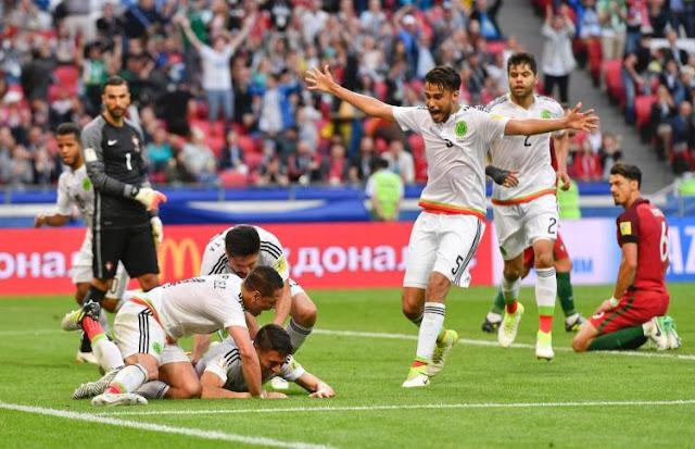 México celebra tras anotar el empate a 2 contra Portugal en duelo de la Copa Confederaciones 2017