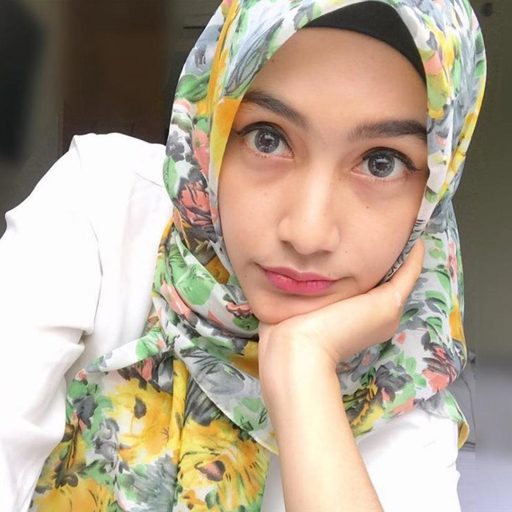 Wanita jilbab manis dan imut cantik