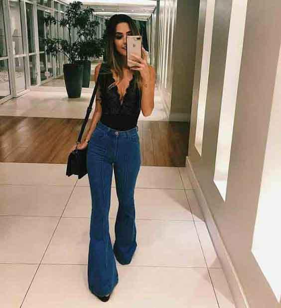 Calça jeans flare e body de renda