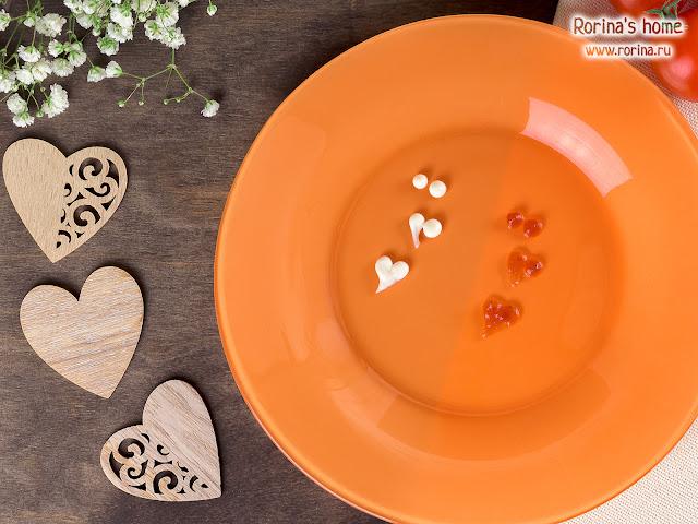 Лайфхак: как нарисовать сердечко кетчупом или другим соусом
