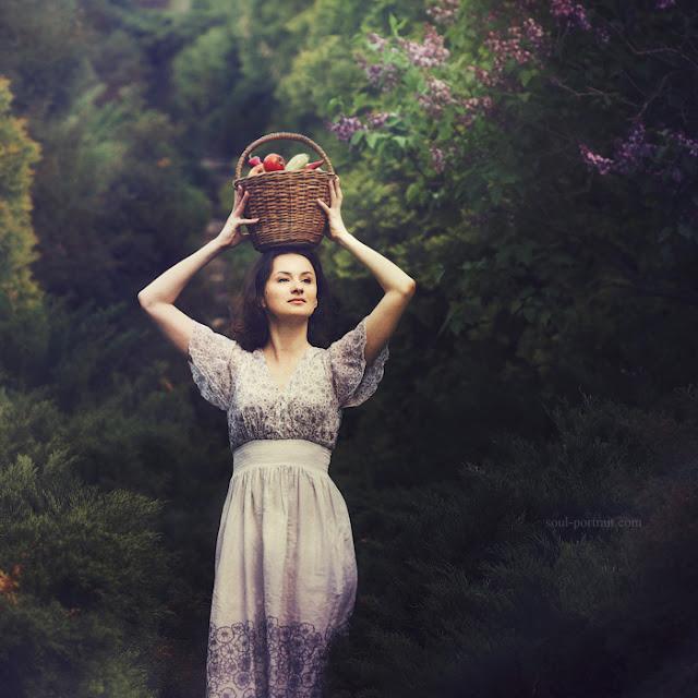 https://www.deviantart.com/nataliaciobanu/art/woman-in-the-garden-209307773