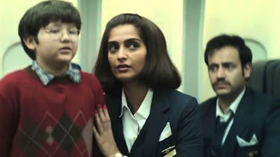 फिल्म 'नीरजा' के एक दृश्य में अभिनेत्री सोनम कपूर