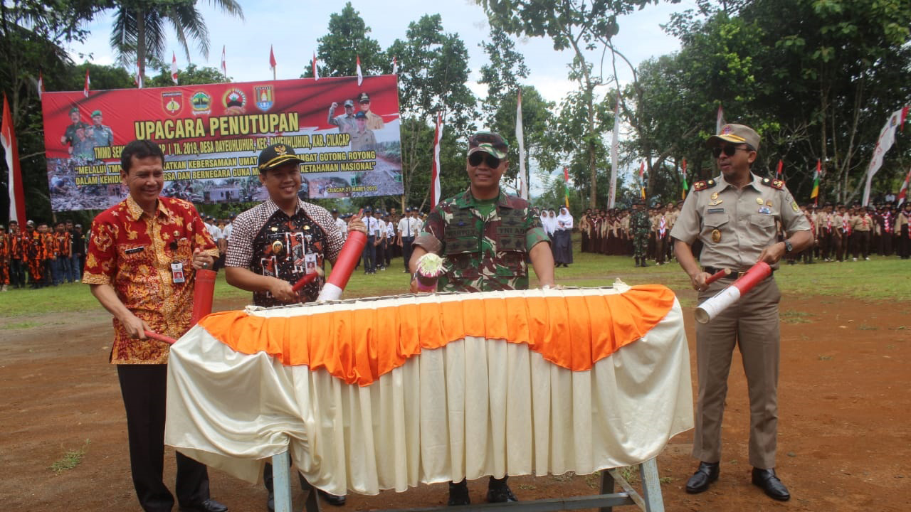 Dandim 0703/Cilacap Resmi Tutup Kegiatan TMMD Sengkuyung I di Desa Dayeuhluhur