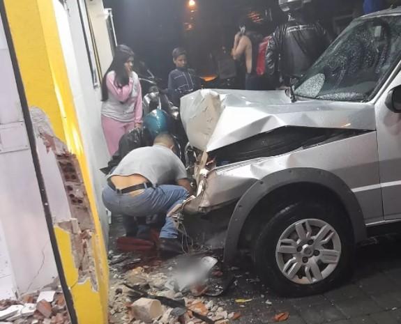 """São José dos Pinhais: Motorista """"de gole"""" atropela PM que estava frente de farmácia"""