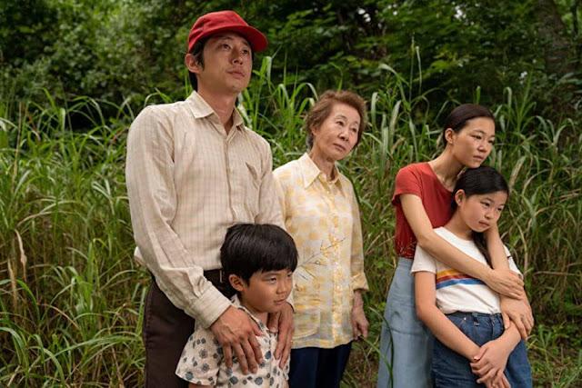 Steven Yeun, Alan Kim, Youn Yuh-jung, Han Ye-ri y Noel Kate Cho.