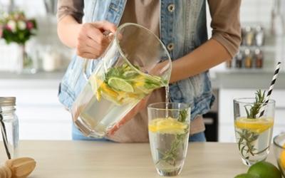 Minum Air Lemon Setiap Hari Bikin Berat Badan Turun, Benarkah?