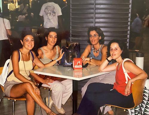 Cristina, Rosario, Mireia y Lucía a principios de siglo.