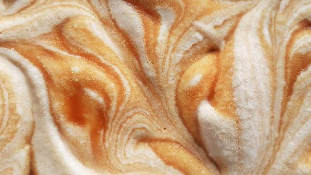 gelado de caramelo e nata