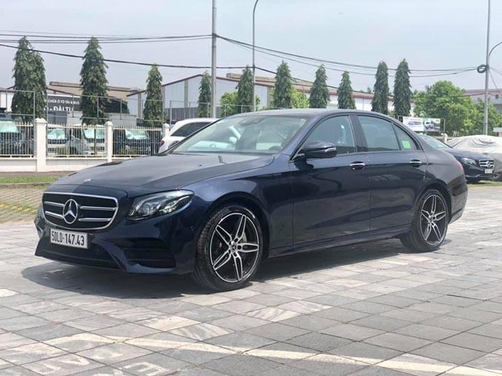 Đại lý chính hãng xả kho Mercedes-Benz E 300 AMG trưng bày: Mới lăn bánh 27 km, giá hời cả trăm triệu đồng so với mua mới