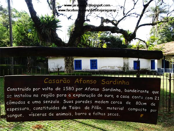 Placa explica do que é feito o Casarão Afonso Sardinha