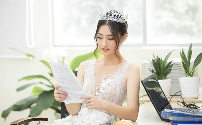 Hoa hậu Lương Thùy Linh giảm 4 kg sau hơn 2 tháng đăng quang
