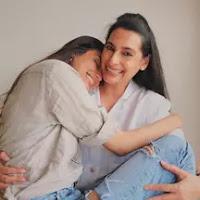 athiya shetty with here mother mana shetty