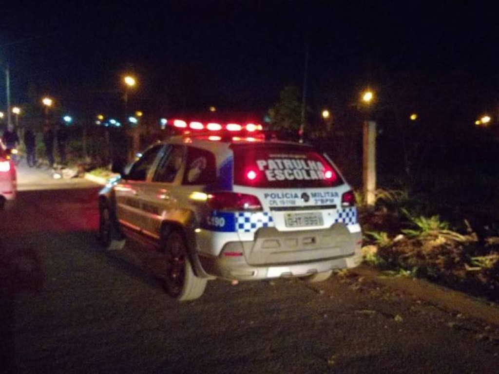 Ladrão desarmado assalta mulher e acaba preso por populares; vítima sofreu ferimentos, mas recuperou bolsa