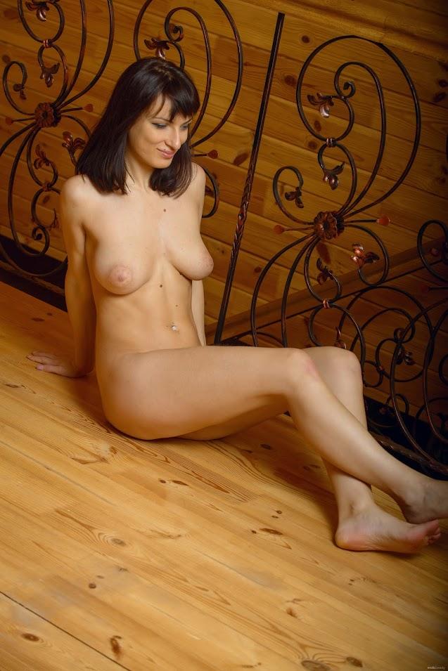 [EroticBeauty] Olesya D - At The Cabin - idols