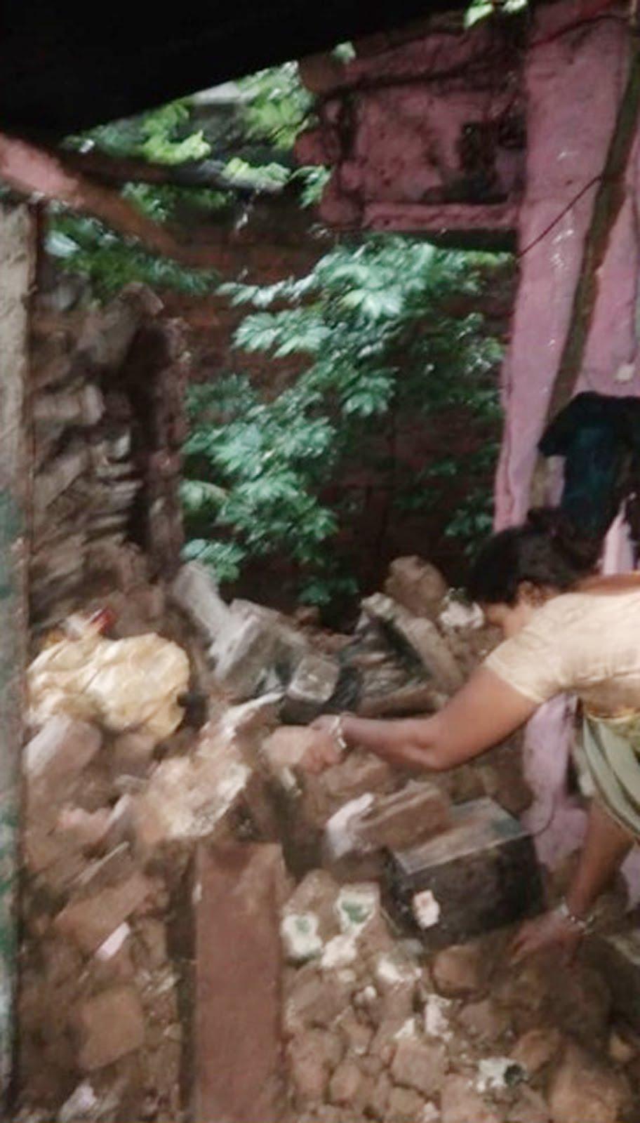 Jhabua News-तेज बारिश से मकान के एक हिस्से की दीवार ढही, करीब 30 हजार रू. का हुआ नुकसान