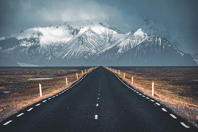 Carretera Islandesa principal donde los tiempos de conducción en Islandia se reducen