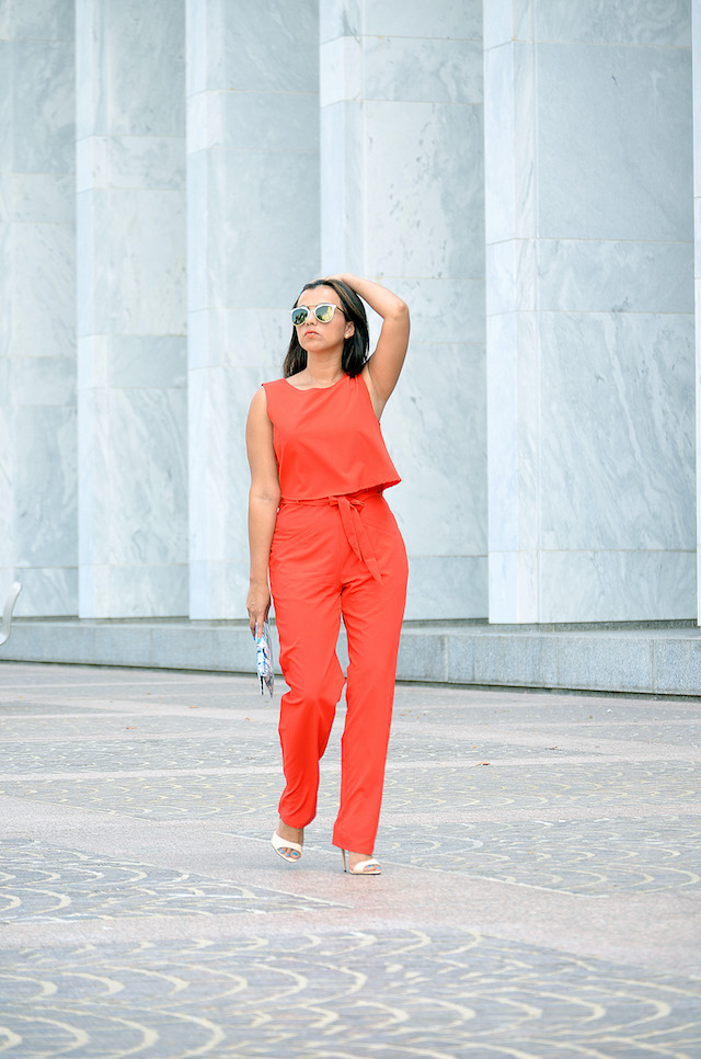 Wearing: Jumpsuit/Enterizo: MakemeChic Shoes/Zapatos: Wild Rose Clutch/Cartera de mano: Rainbow