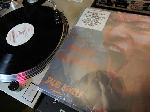 Talib Kweliの新譜「Radio Silence」のアナログレコード盤の写真です。