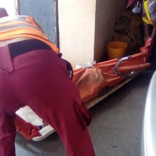 #Unidentified woman corpse dumped by road side at #Bodija in #Ibadan