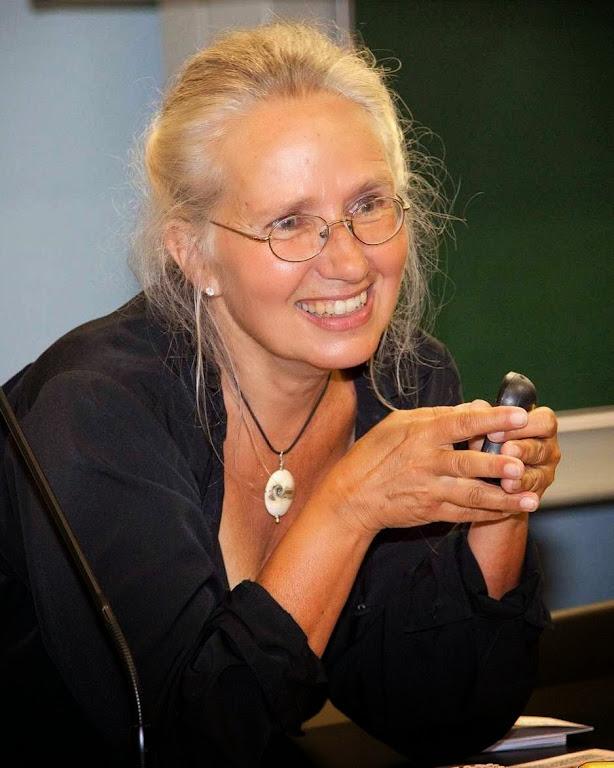 A professora Jacalyn Duffin dando aula de História da Medicina