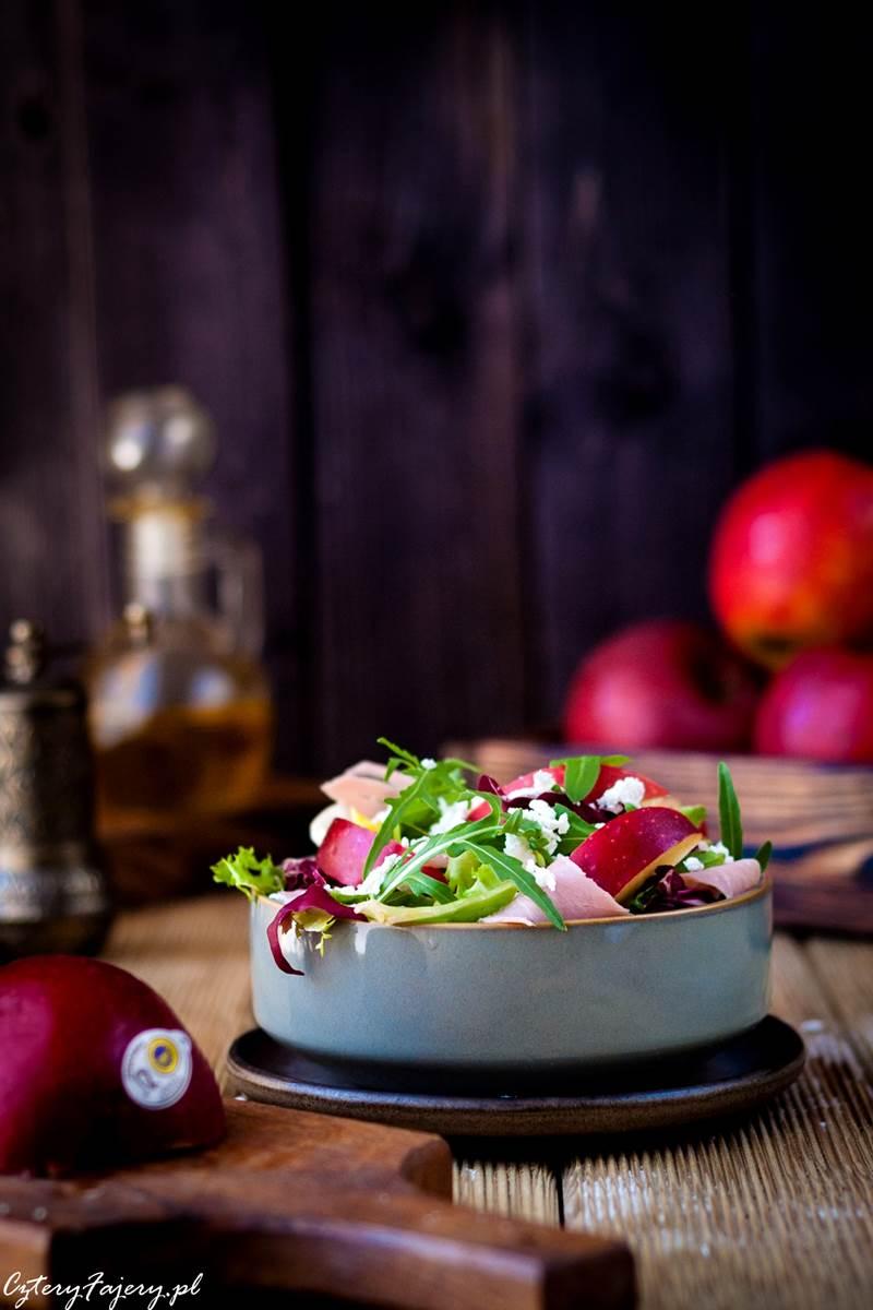 salatka-z-kozim-serem-i-jablkiem